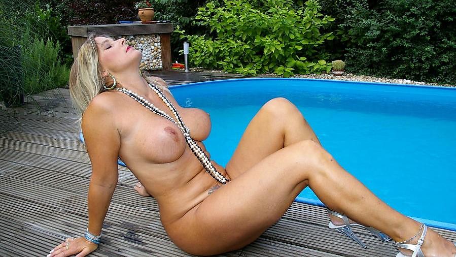 MILF Nude Chrissy NudeChrissy