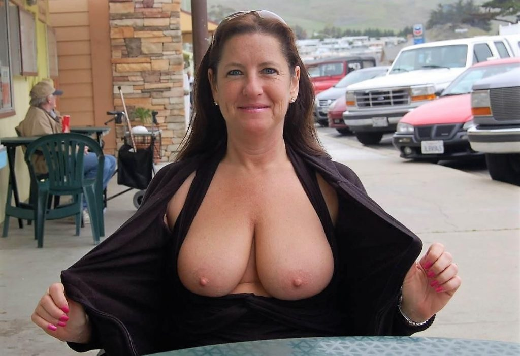 Hot sexy mature milf
