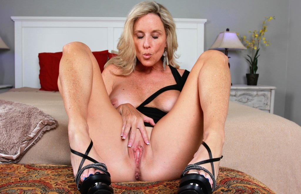 See And Save As Rate This Milf Porn Pict