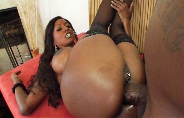 Black cougar Diamond Jackson anal fucked